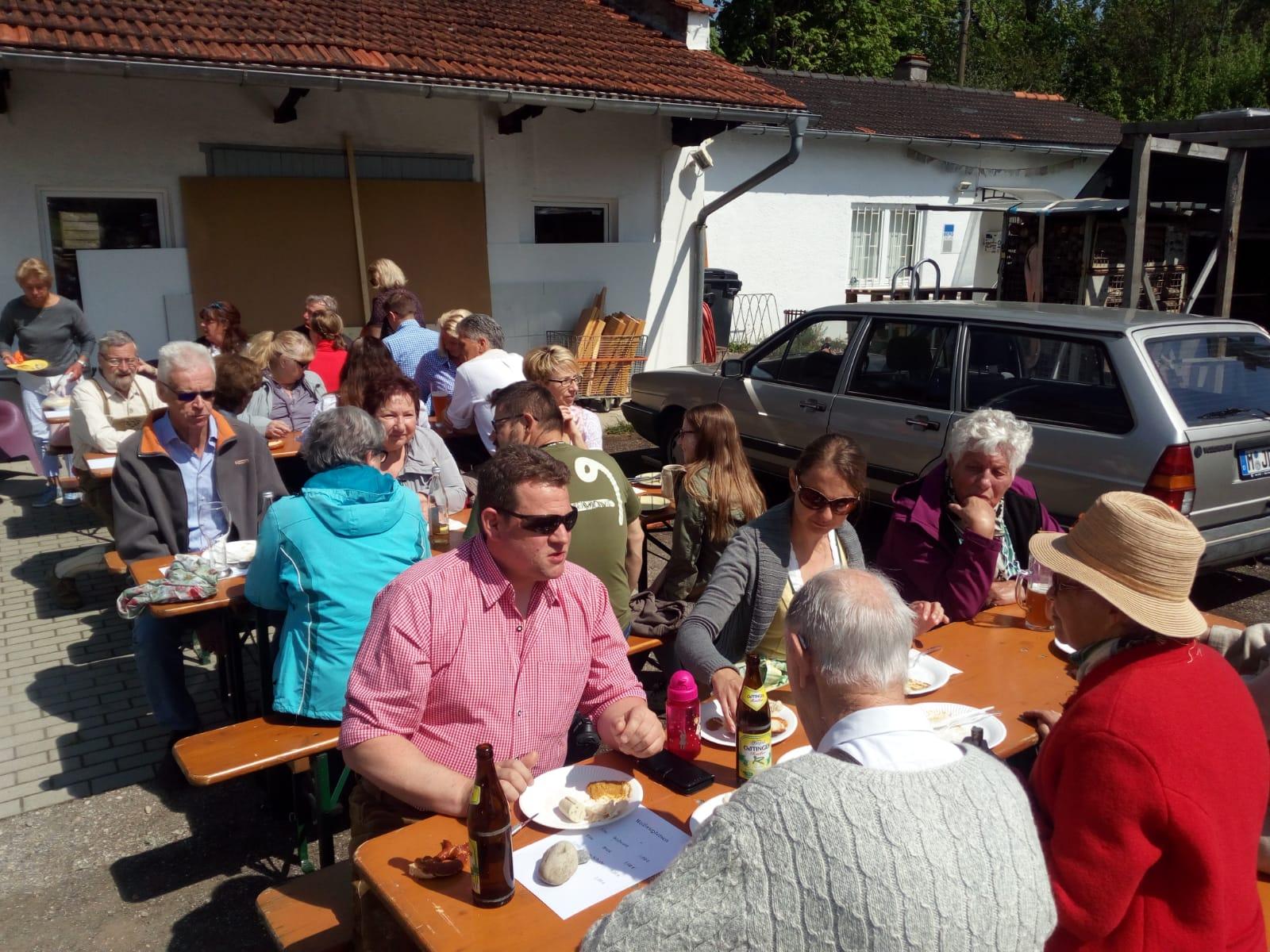 1. Mai – Weißwurstfrühstück und Maibaumfest
